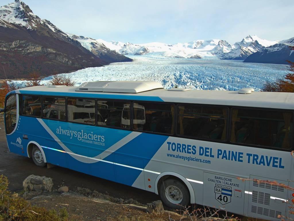 micro y glaciar moreno